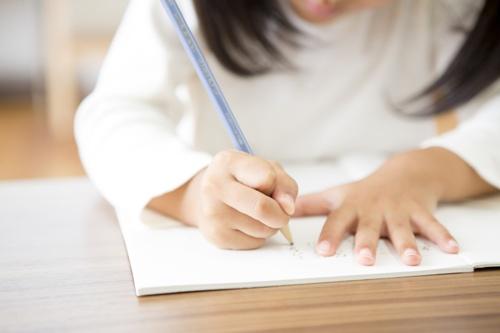 「言われなくても宿題する子」に育てた親の工夫…真似したい1位は