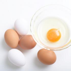 今すぐ試したくなる!手を汚さずに「卵を上手に割る」方法