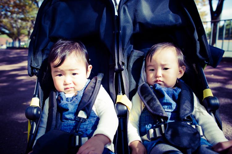 【双子ちゃんがやって来た!vol.3】 横型or縦型?「双子ベビーカー選び」のリアルあれこれ