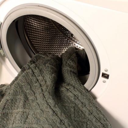 見違える!お気に入り通勤ニットを「長持ちさせる洗濯のコツ」3つ