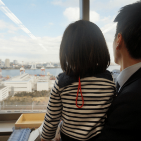 2歳児が社長室で…!JALのプレミアムフライデー「家族の職場見学」に密着