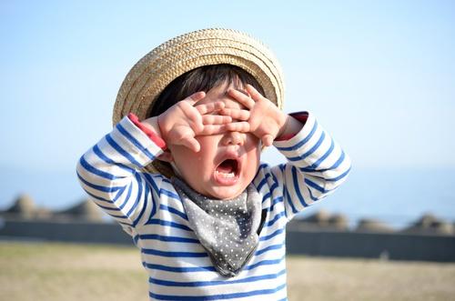 「電車で乗り合わせた子どもが泣き出した」…どう接するのがベスト?