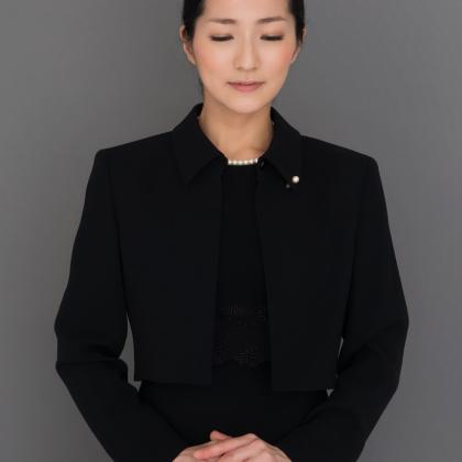 1着あると便利! ほぼ通年着られる女性用「喪服」で選ぶべきワンピース