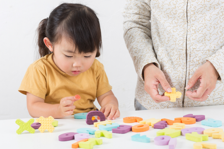 効果を感じた親に聞く!「子どもの早期英語教育」始めた年齢や学習法