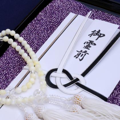 慶弔時の大人のマナー! 香典を包む「ふくさ」種類と使い方をおさらい