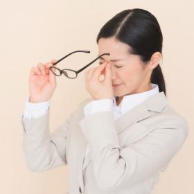 ずっしり重い…眼精疲労に偏頭痛!鍼灸師が教える「簡単ツボ押し」3つ