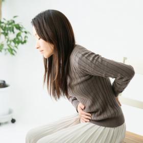 毎月の辛さ…和らげたい!鍼灸師の「月経痛にオススメのツボ押し」2つ