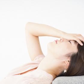 めまい、息切れ…「ツラい生理時の貧血」原因や摂取するとよい食べ物は?