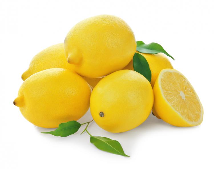皮がつややかなレモン