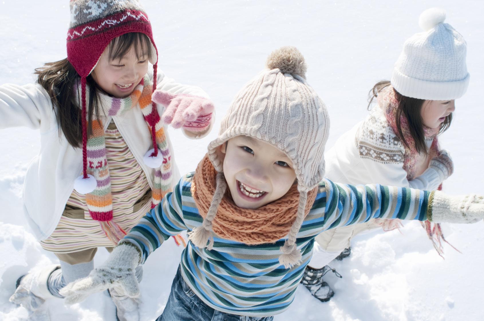 いつもと違う窓の外にワクワク…!「雪の絵本」とっておき2冊【絵本ナビ編集長select 1月】