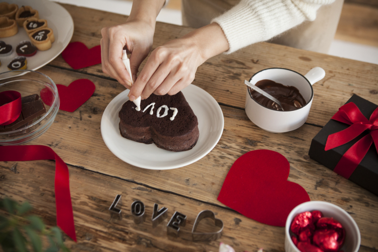 「結婚後のバレンタイン事情」みんなどうしてる?気になる予算は…
