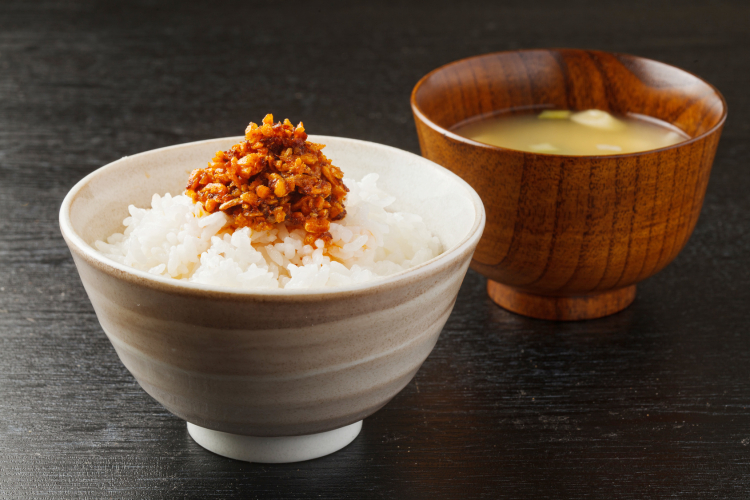 魅惑のラクうま調味料!「食べるラー油」282人に聞いたアレンジレシピ