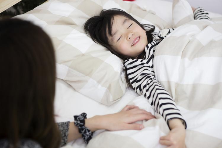 寝ないと鬼がくる…はダメ!「叱り言葉」より子どもに届く【井桁先生の魔法のフレーズ】#3 寝かしつけ編