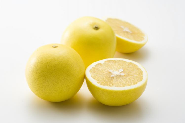 皮を簡単にむく裏技も!グレープフルーツの長持ち保存方法…選び方のコツから冷凍保存の仕方まで