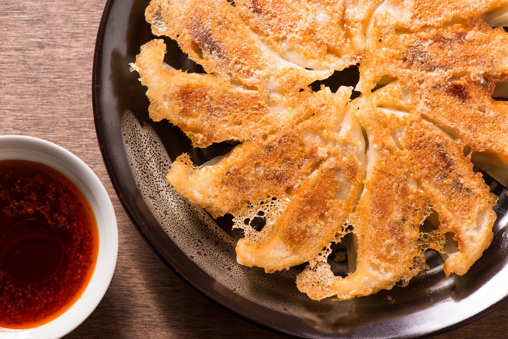 ハマる!柿ピー、パクチー…「餃子にいれると美味しい具材」大調査