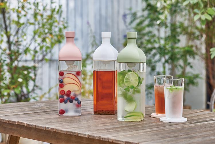 冷蔵庫で転がらない!人気の「水出し茶ボトル」に横置きできる角型が登場