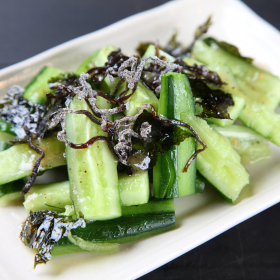 夏野菜「きゅうり」の家族ぞっこんレシピ!2位塩昆布あえを超えた1位は?