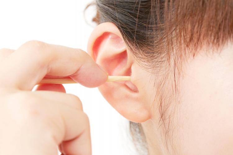 しなきゃ落ち着かない!? 耳鼻科医に聞いた「耳そうじのしすぎ」がNGな理由