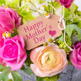 「母の日」に子が贈りたいもの・母が欲しいものTOP5!そのギャップの理由は…?