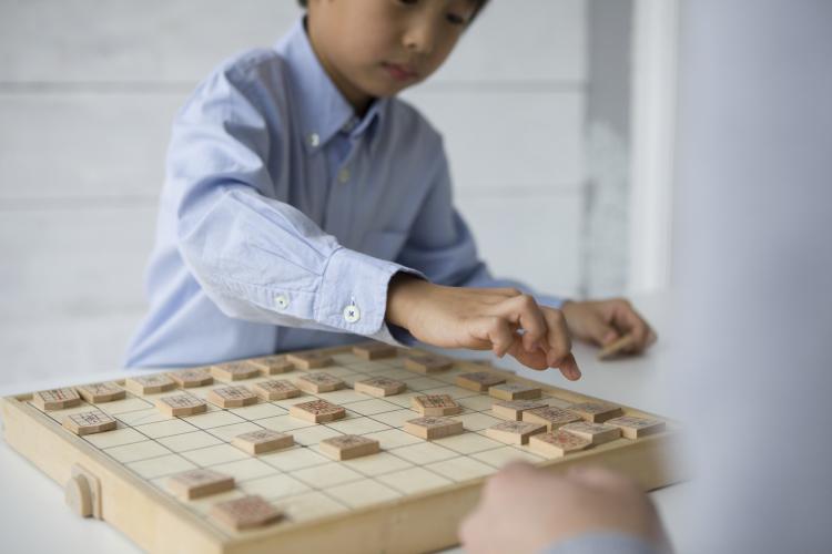 子どもがぐんぐん伸びる!将棋専門サイトの編集長に聞いた「将棋」をさせるメリット