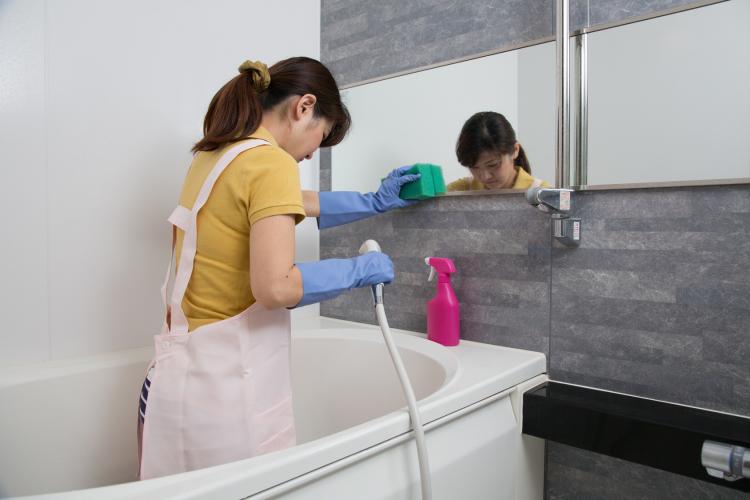 ジメジメの季節に突入!女性471人に聞いた「お風呂のカビ予防策」