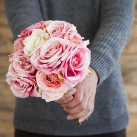「結婚記念日のお祝い」何してる?4位夫婦デート、3位プレゼントを超えた1位は