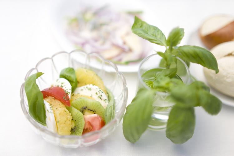 サラダにドリンクに!女性384人に聞いた「キウイ」を使った人気レシピ