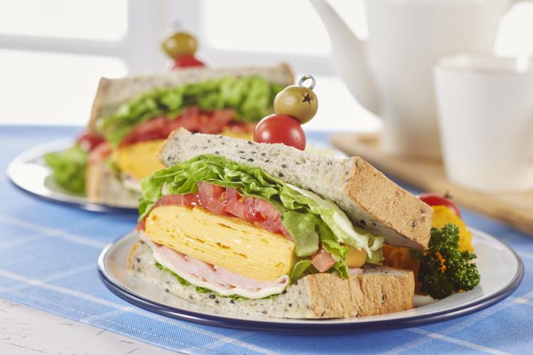 意外なタッグも!家族に好評だった「我が家のサンドイッチの具」3位ツナ、2位ハム、1位は?