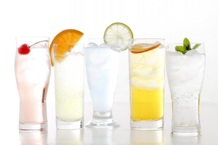 味変でシュワうま!500人に聞いた…お酒以外で「炭酸水」で割ると美味しいもの