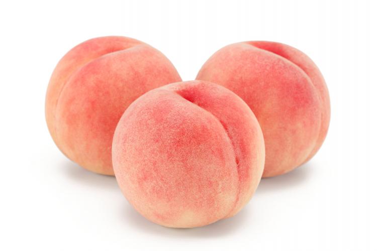 ツルンと皮がむけるラク技も!桃の長持ち保存方法…選び方のコツから冷凍保存の仕方まで