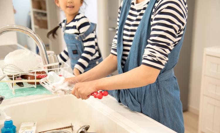 キッチン回りの「ズボラ家事術」!牛乳パックやジッパーバッグを使う主婦の時短ワザは…