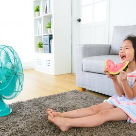 夏休み「家で過ごす」が4割、理由は「混んでいるから」!子育てママの本音は…