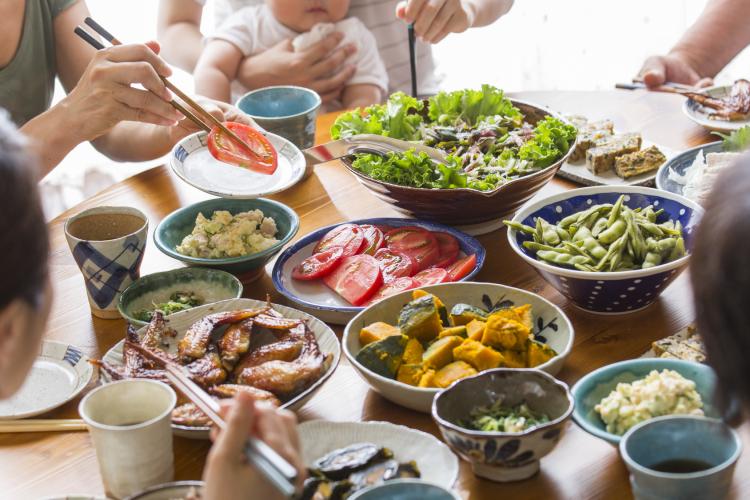 見切り品に冷凍保存…「食費の節約」主婦269人のひと月の食費とコツが判明!