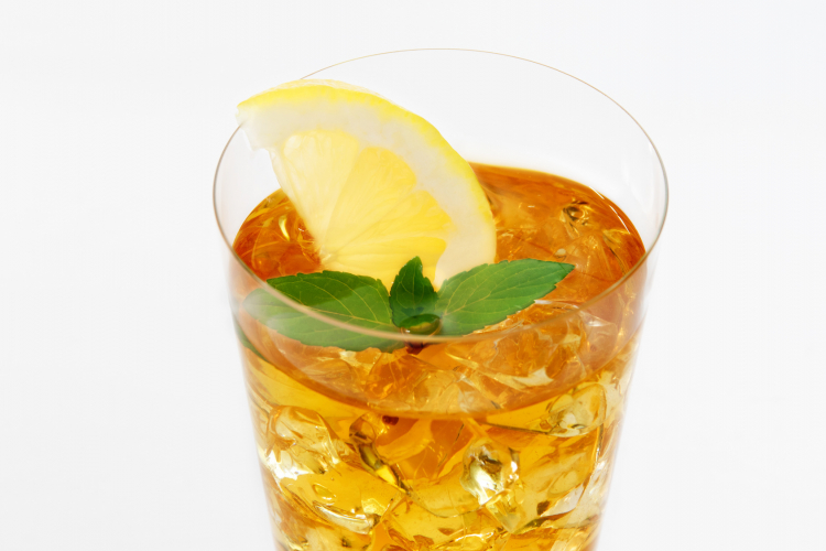 夏にゴクゴク飲みたい!麦茶以外で皆が冷蔵庫に「作り置きしている」意外な飲み物
