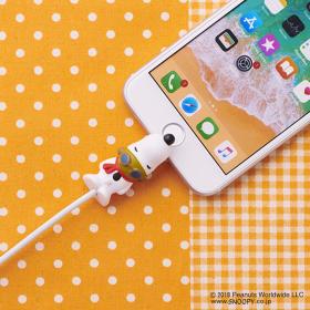 スヌーピーがiPhoneにガブッ!話題の「ケーブルバイト」にPEANUTSが初登場