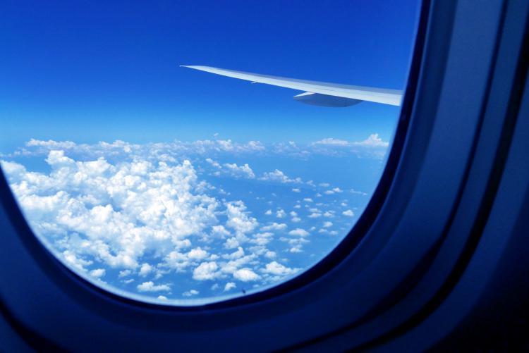 グーンと快適に!飛行機に乗る時に「持っていってよかった」大活躍アイテム