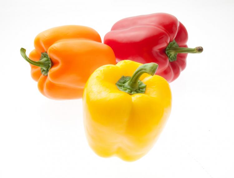 お花の目玉焼きレシピも!パプリカの長持ち保存方法…選び方のコツから冷凍保存の仕方まで