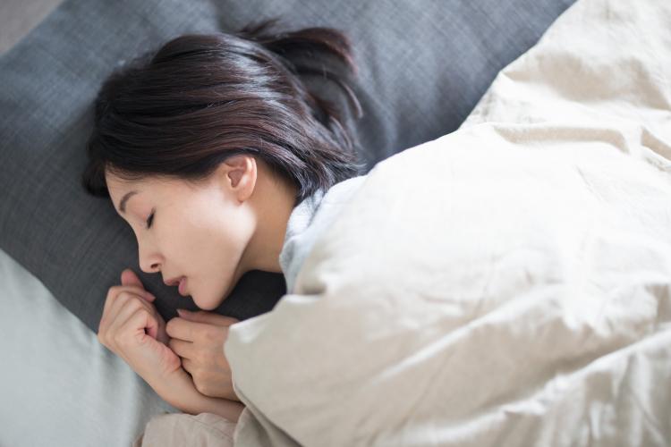 【9月3日は睡眠の日】約半数が「不眠症の疑いあり」夫婦仲と睡眠の関連性も…!? 東京西川「睡眠白書2018」