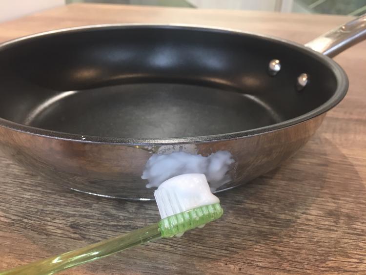 焦げ付き 方 フライパン 取り テフロン加工フライパンの焦げを落とす方法!焦げの原因や正しい使い方?