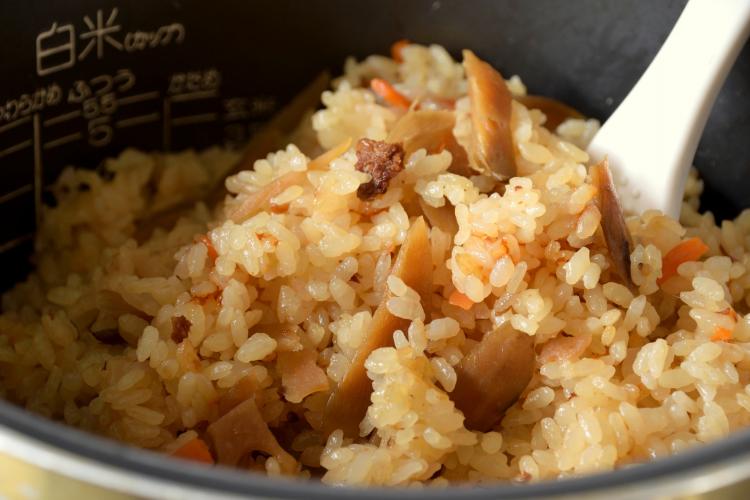 ランチにもおすすめ!「炊き込みご飯」の絶賛レシピは?主婦の熱〜い意見を集めました