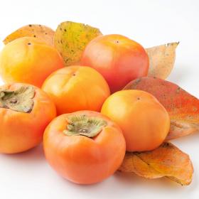 種を簡単に取る切り方も!柿の長持ち保存方法…選び方のコツから冷凍保存の仕方まで