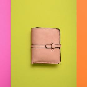 2位は茶色「貯金が1,000万円以上ある人」の財布の色聞いてみた…結果1位の色は?