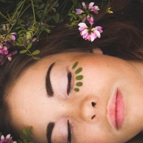 【植物療法士に聞きました#3】膣の乾燥防止だけでなく、顔のハリや潤いUP効果も…膣マッサージ習慣のススメ