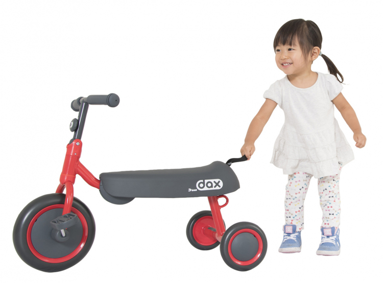 長〜く遊べる!ダックスフンドみたいな斬新デザインの「三輪車」がアイデスから登場