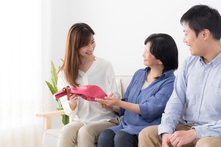 義実家に「手土産いらないよ」って言われたらどうする? 嫁と姑のそれぞれのホンネを大調査