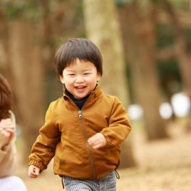 寒い日も体ぽっかぽか!「親子で楽しむ秋冬の外遊び」ママ208人のアイディア集結
