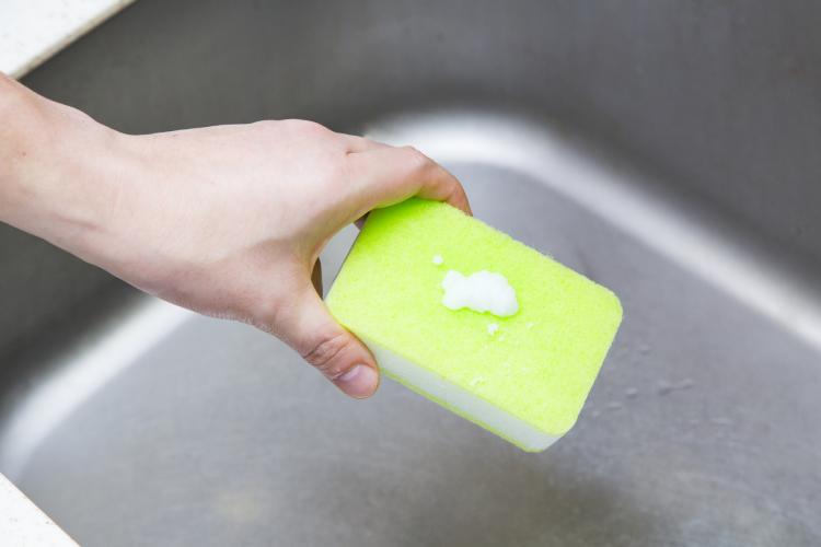 重曹と酢でシンクを掃除!シンクのぬめり・水垢・サビ汚れを落とすには?