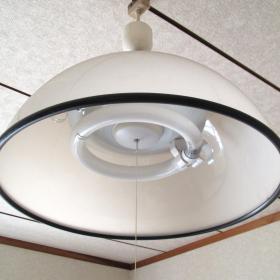 重曹が大活躍!照明器具のシェード、湯のみ茶碗、リモコンを重曹できれいにする方法