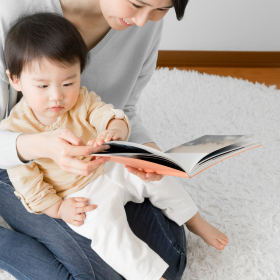 子どもが絵本に興味をもたない、集中しないときはどうする…?【絵本ナビ編集長の読み聞かせ相談】♯1