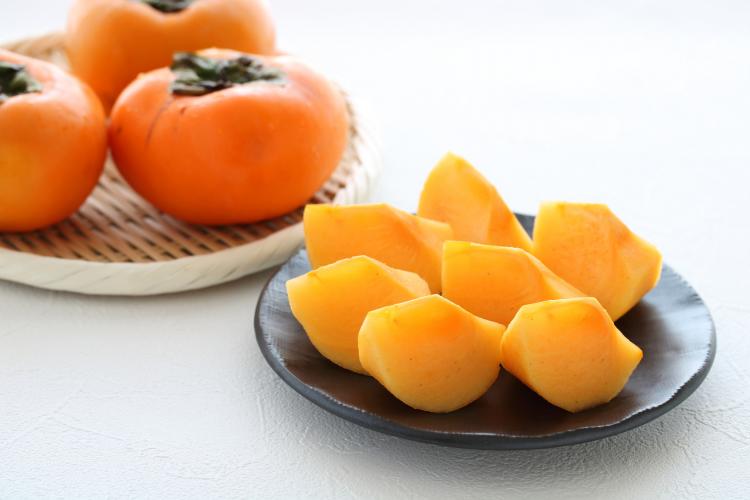 熟した柿も美味しく食べ切る!「柿のアイデアレシピ」主婦の知恵が続々と…